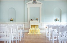 bijoux-bride-guide-advice-inspiration-wedding-yellow-blue-altar-ftd