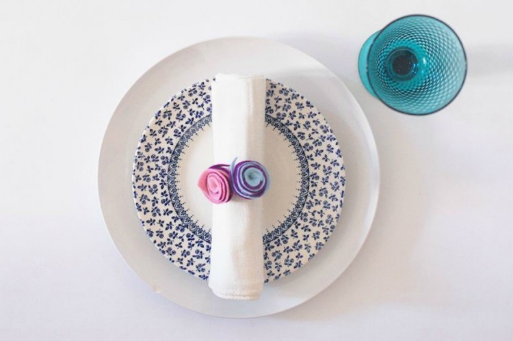 blue-and-pink-place-setting